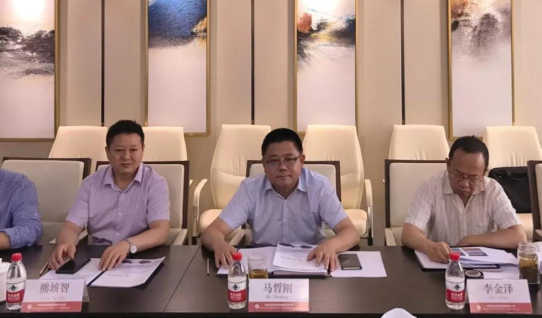 熊垓智秘书长、马哲刚董事长认真听取项目有关情况介绍
