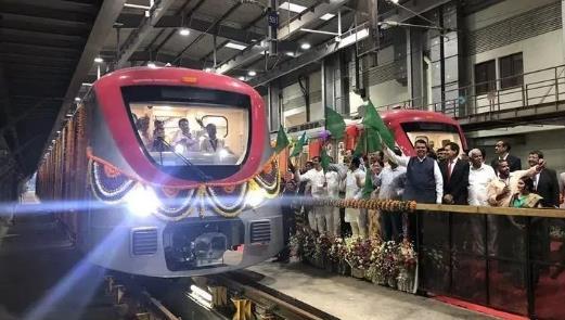 中车株机生产研制的新孟买地铁1号线列车上线试运行