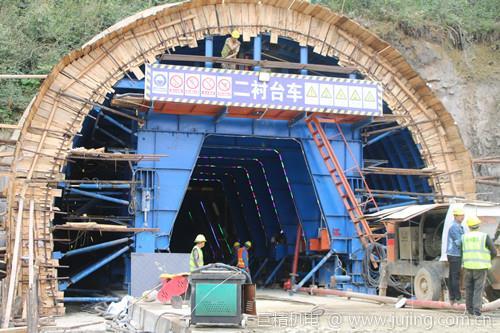 祁婺高速月岭隧道左洞顺利完成第一板二衬浇筑