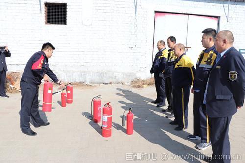 十八台所组织内部单位开展消防培训、演练