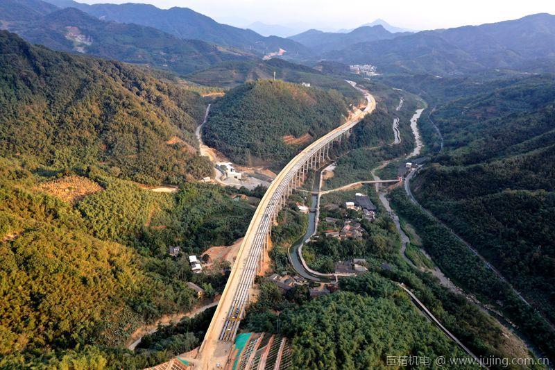 漳武项目外马坪1号大桥全幅顺利贯通