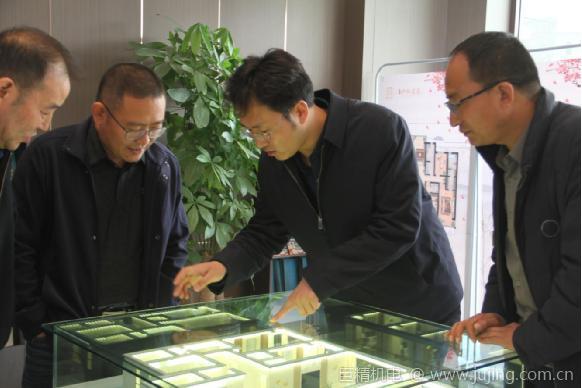 中铁二十一局四公司主持经理层工作的副总经理刘忠厚到临夏市伊和名苑项目部检查指导工作