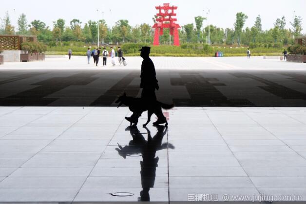 """襄阳铁警圆满完成""""五一""""小长假旅客返程安保工作"""